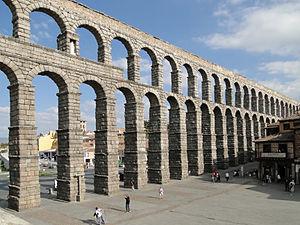 300px-aqueduct_of_segovia_08
